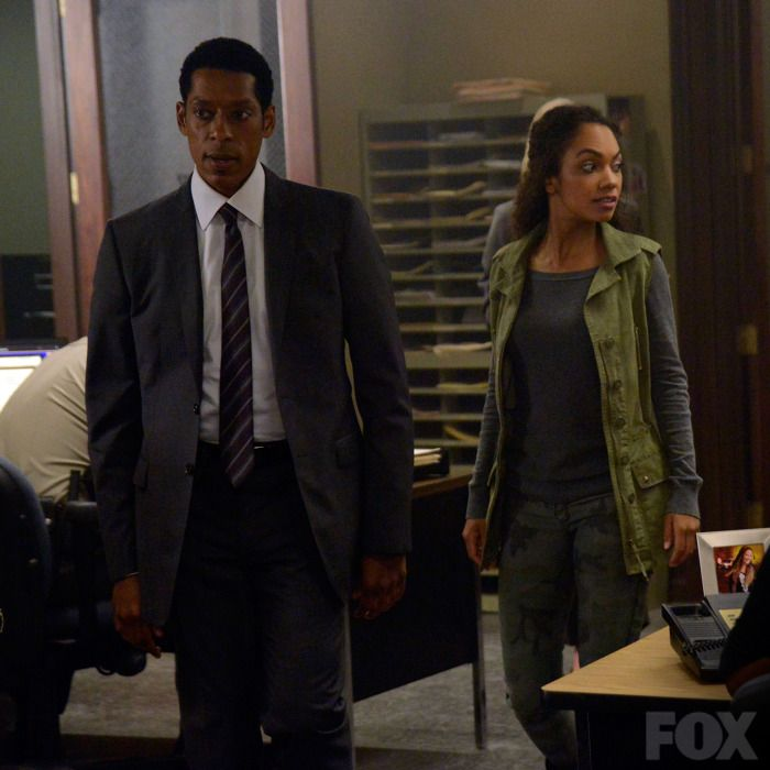 Captain Irving (Orlando Jones) and Jenny (Lyndie Greenwood)