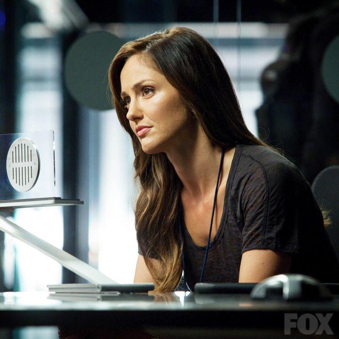 Detective Valerie Stahl (Minka Kelly)