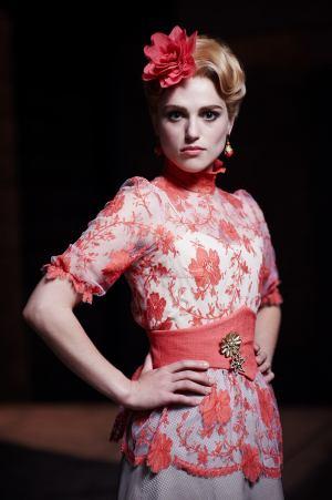 Lucy Westenra (Katie McGrath)