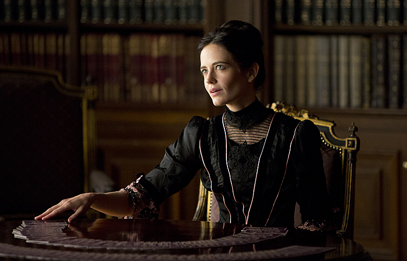 Eva Green plays Vanessa Ives, associate of Sir Malcolm Murray.